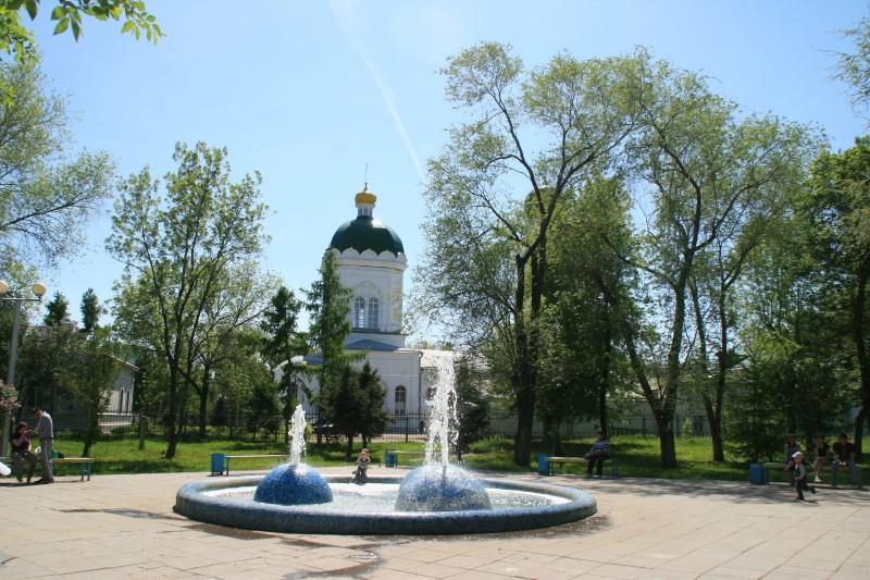 Свято-Троицкая церковь. Вид из Детского парка