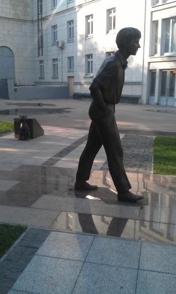 Памятник Олегу Табакову в Саратове