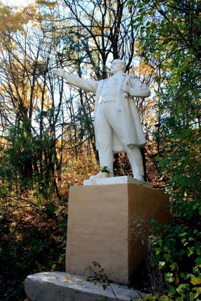 Памятник В.И. Ленину в Октябрьском ущелье