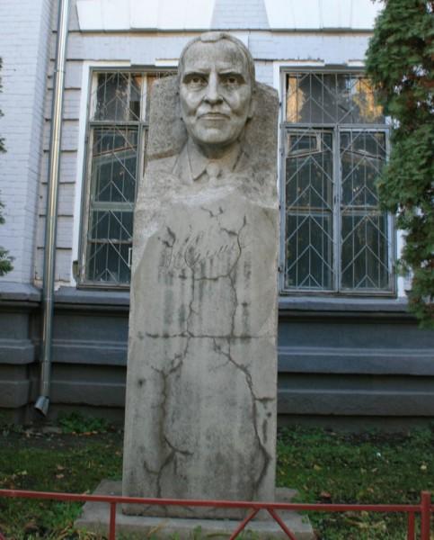 Памятник К.М. Симонову