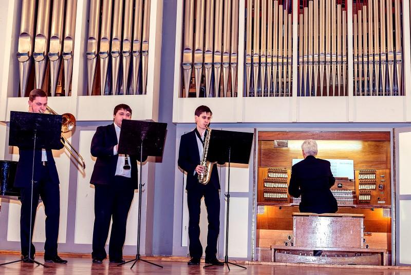 Колин Эндрюс и джазовое трио