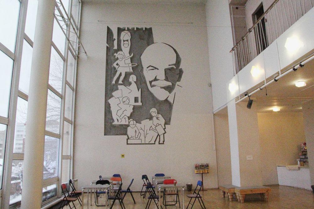 """Театр кукол """"Теремок"""". Панно Ленин и дети"""