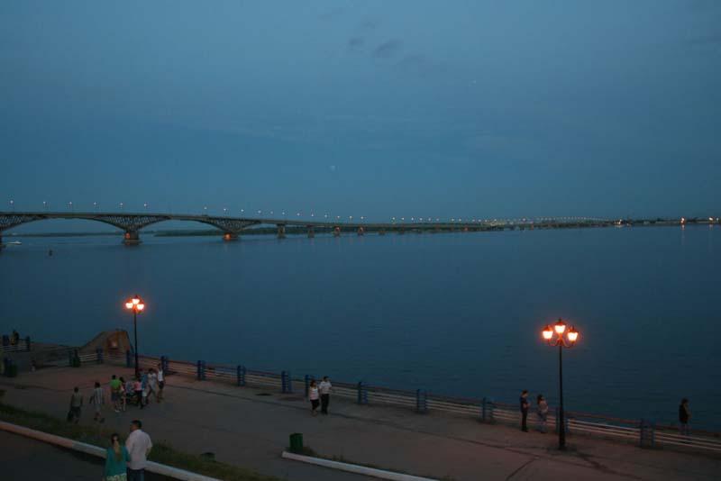 Набережная Космонавтов. Прогулка: памятники, плавучий фонтан и стрит-арт
