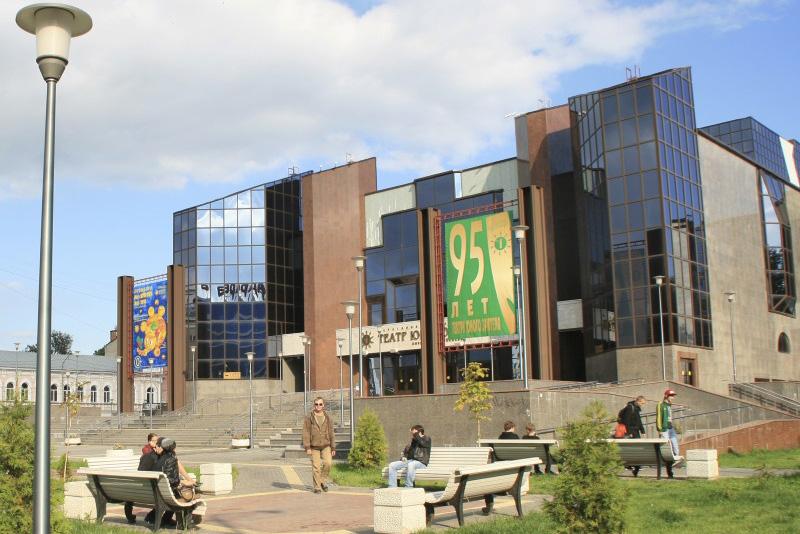У ТЮЗа строится пешеходный фонтан