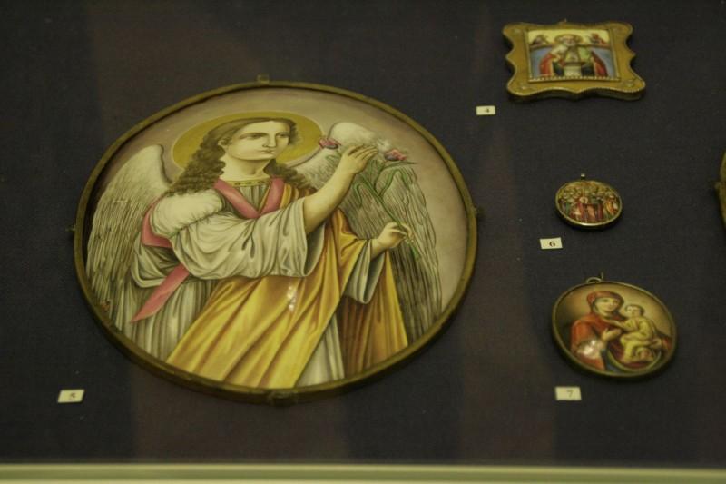 Украшения и иконы из финифти: Новая выставка в Радищевском музее
