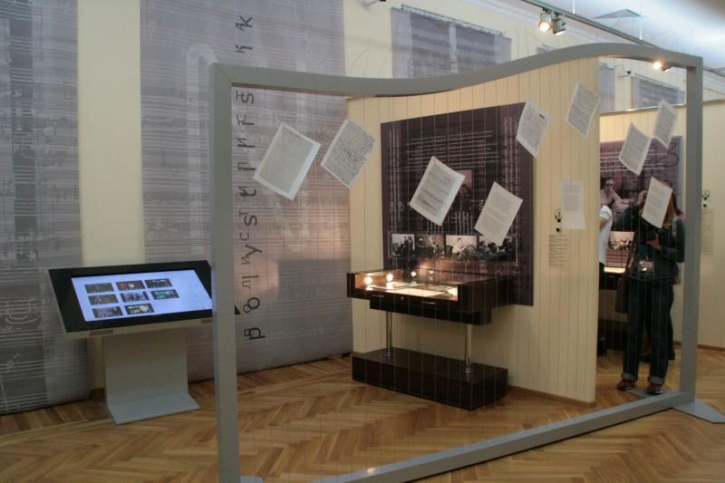 Передвижная выставка к 80-летию А.Г. Шнитке открылась в Саратове