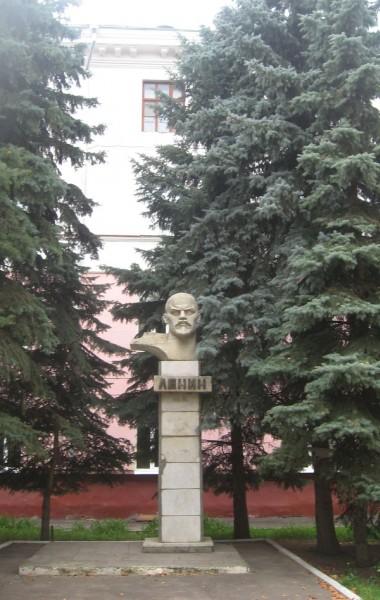 Памятник В.И. Ленину на проспекте 50 лет Октября