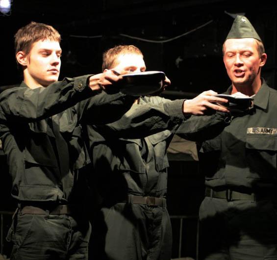 В «Табакерке» состоялся премьерный выход саратовского актера