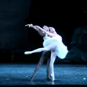 прима-балерина и премьер Национальной компании Рафаэля Паганини Витторио Галлоро и Арианна Лафита Гонзалес