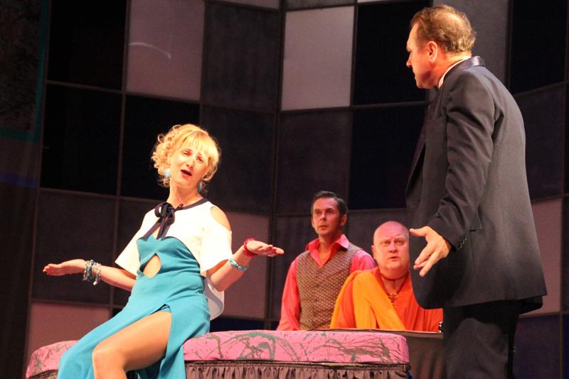 Мафия, комедия и любовь – на сцене театра драмы