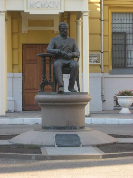 Памятник В.И. Разумовскому