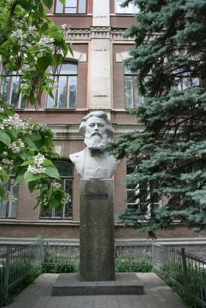 Памятник П.Н. Яблочкову