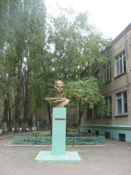 Памятник Виталию Бонивуру