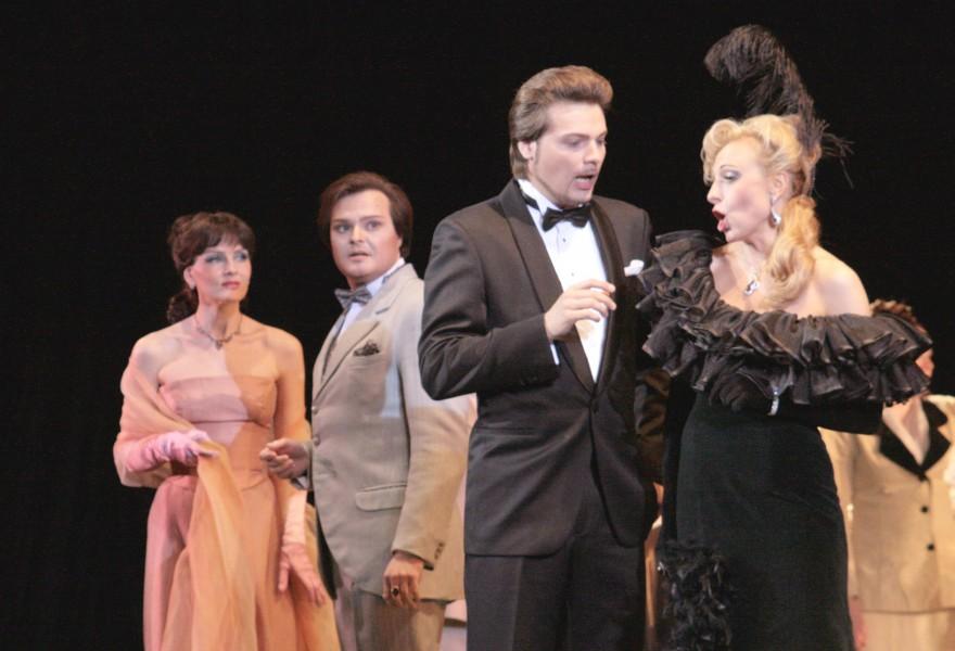 «Веселая вдова» — тандем саратовской оперы и московской оперетты