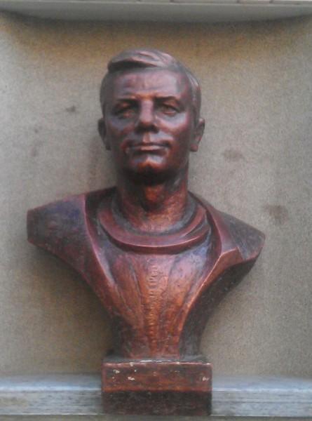 Бюст Гагарина Ю.А.