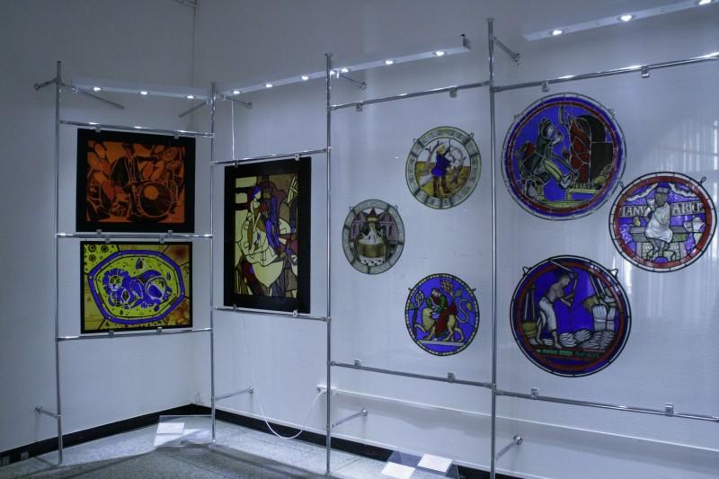 Елагиноостровские витражи гостят в музее Радищева