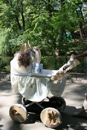 Парад колясок в городском парке