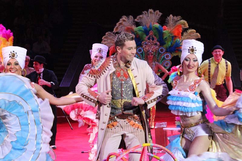 В цирке новая программа — «Карнавал слонов»!