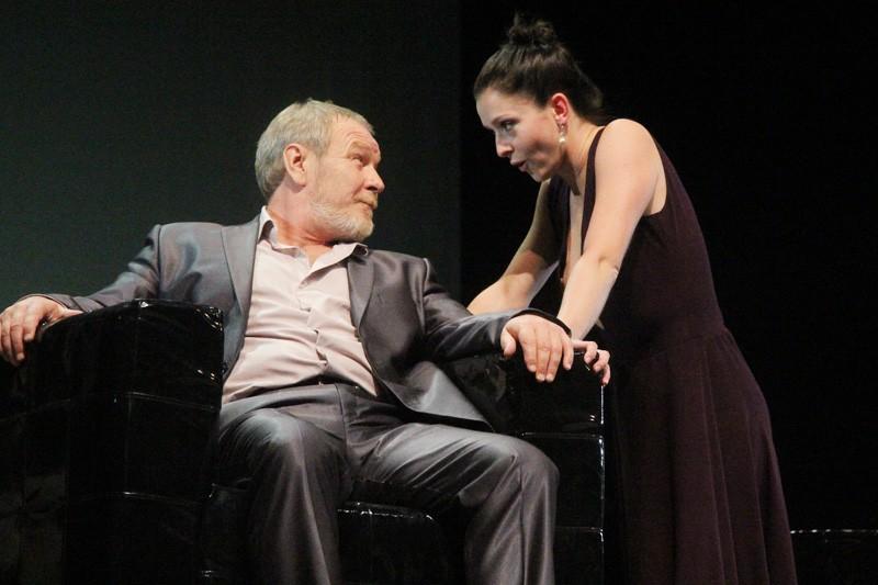 Мужчина и Женщина в кубе: «Па-де-де» в театре драмы