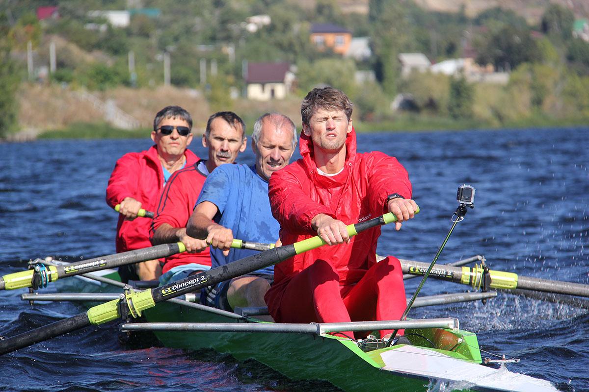 Саратовские ветераны гребли соревновались в Затоне