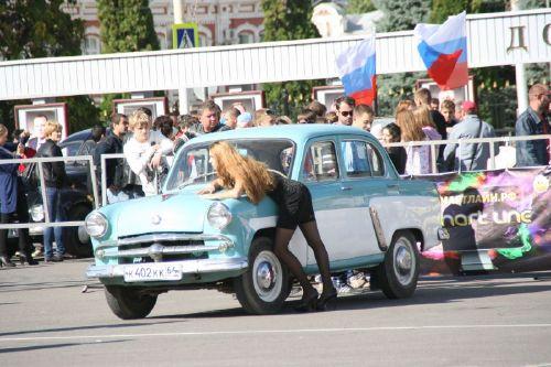 На театральной площади соревновались асы вождения