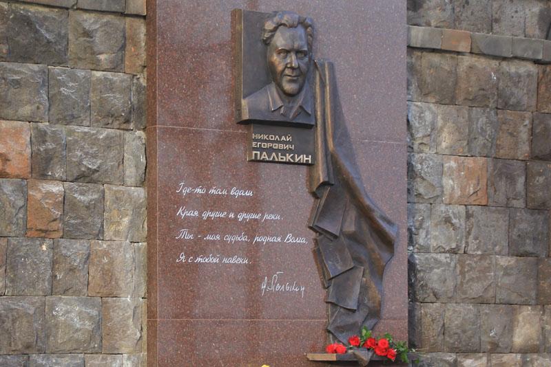На саратовской набережной открыли памятник Николаю Палькину