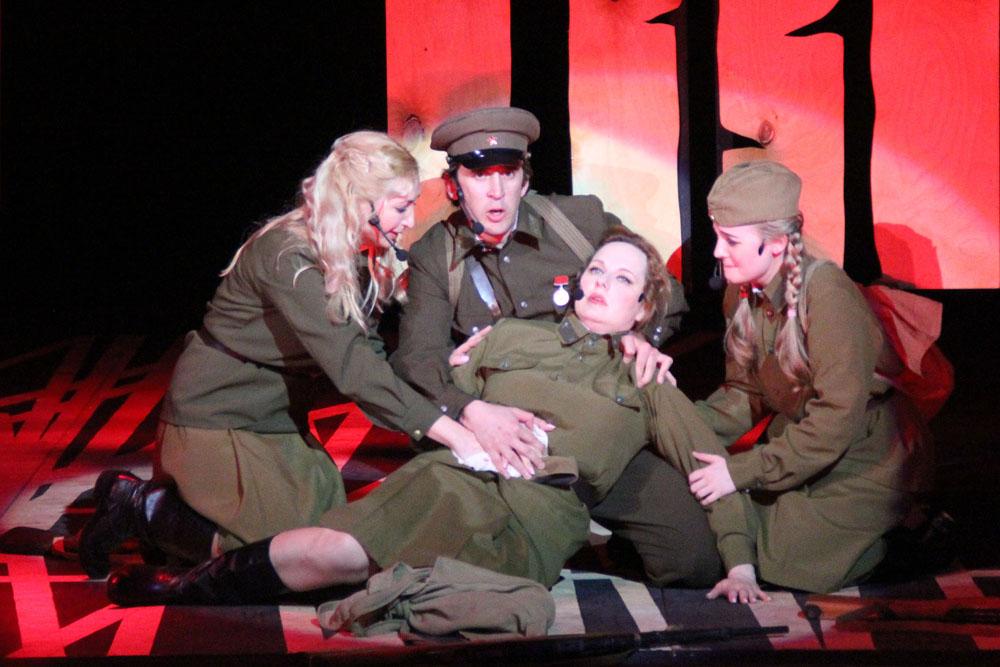 В Саратовском театре оперетты поставили мюзикл о войне