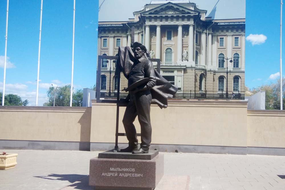 Памятник Андрею Мыльникову в Энгельсе