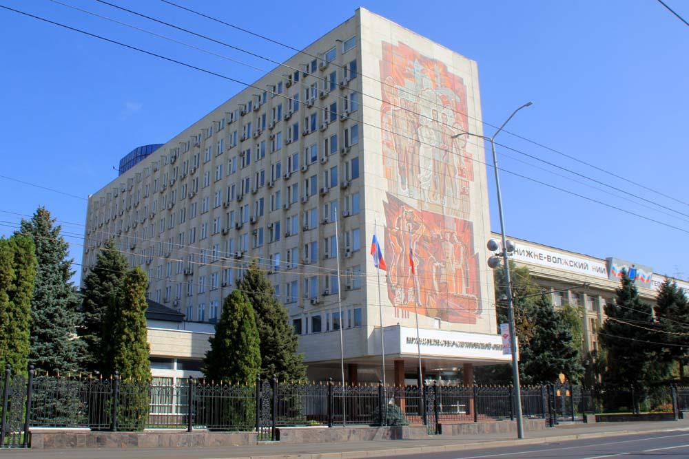 Московская, 72 Панно на здании правительства Саратовской области