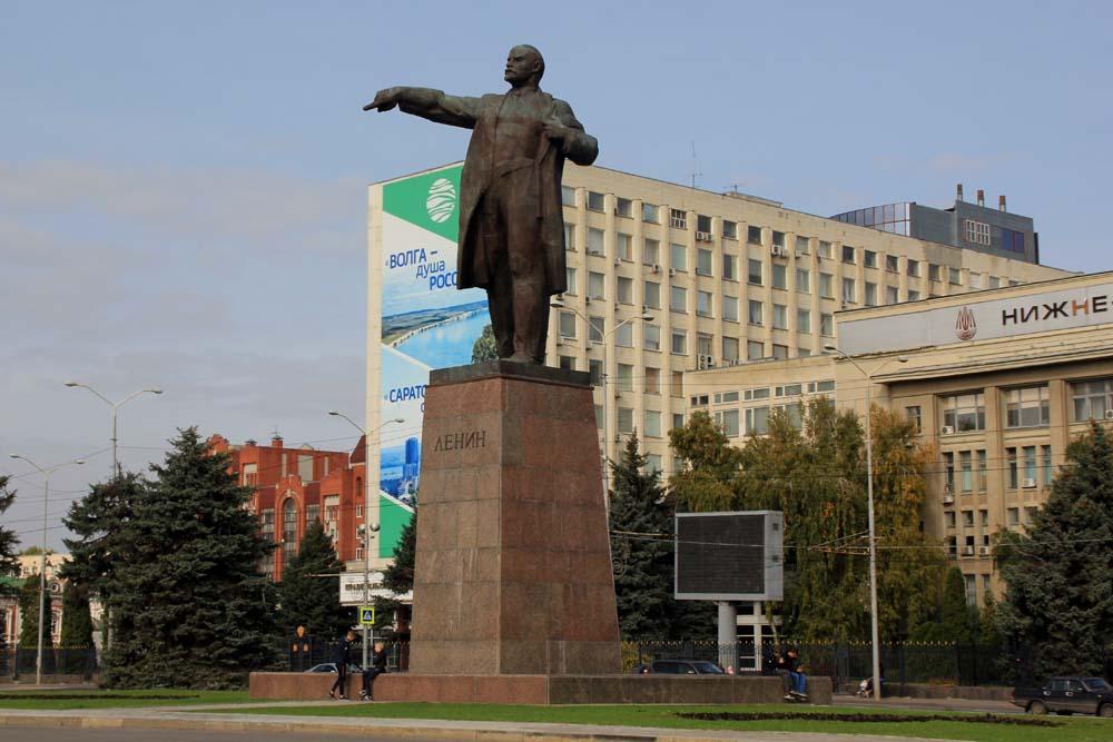 Памятник Ленину на Театральной площади