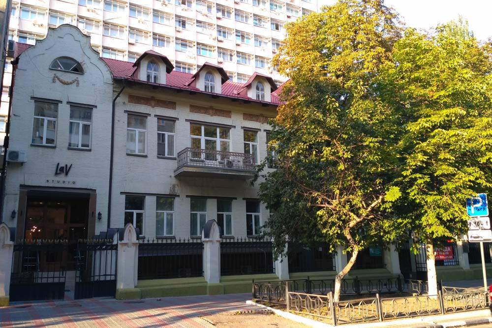 Здание консульства Германии / Здание аэроклуба
