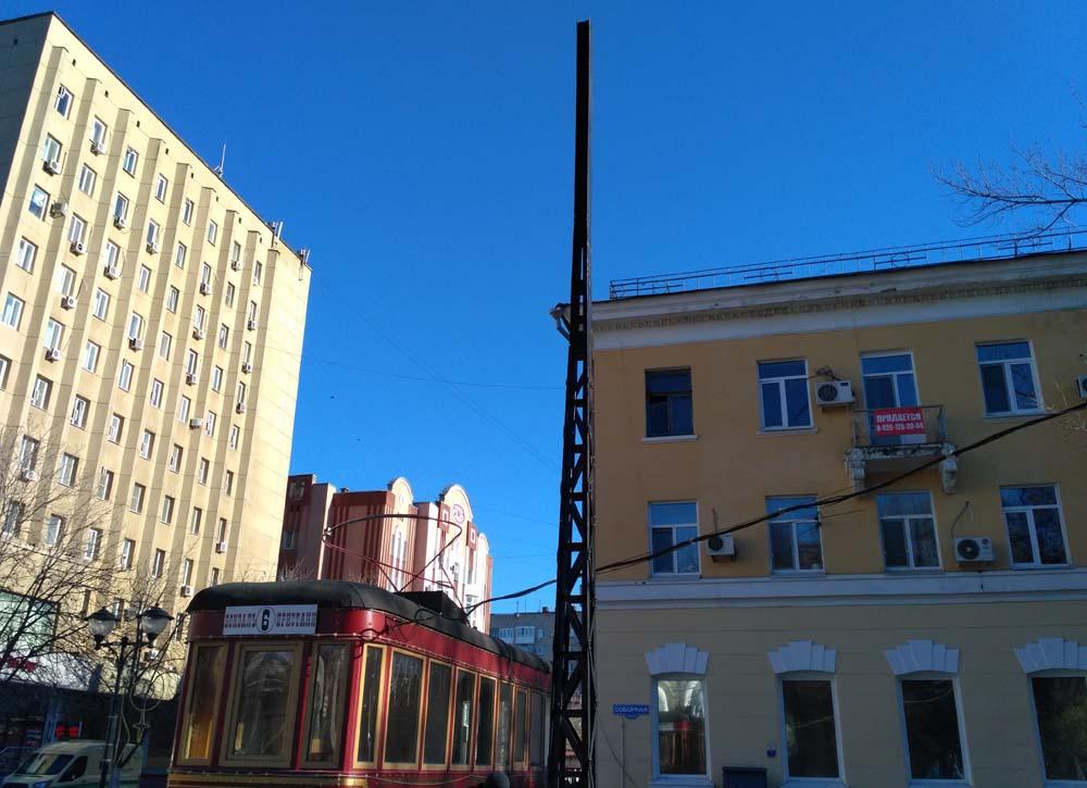 "Трамвай ""Семен"" и трамвайный столб"