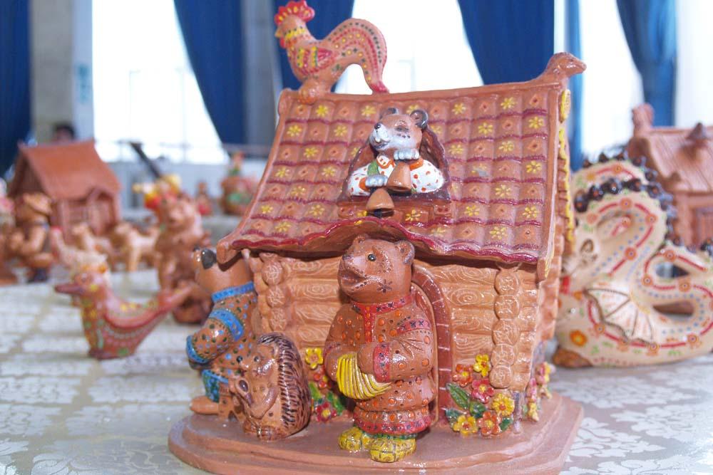 В Центре народного творчества показали саратовскую глиняную игрушку