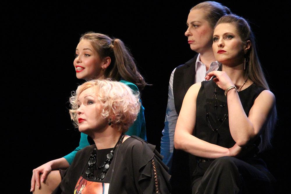 «Дневник Алены Чижук» — «Черное зеркало» по-нашему в театре драмы
