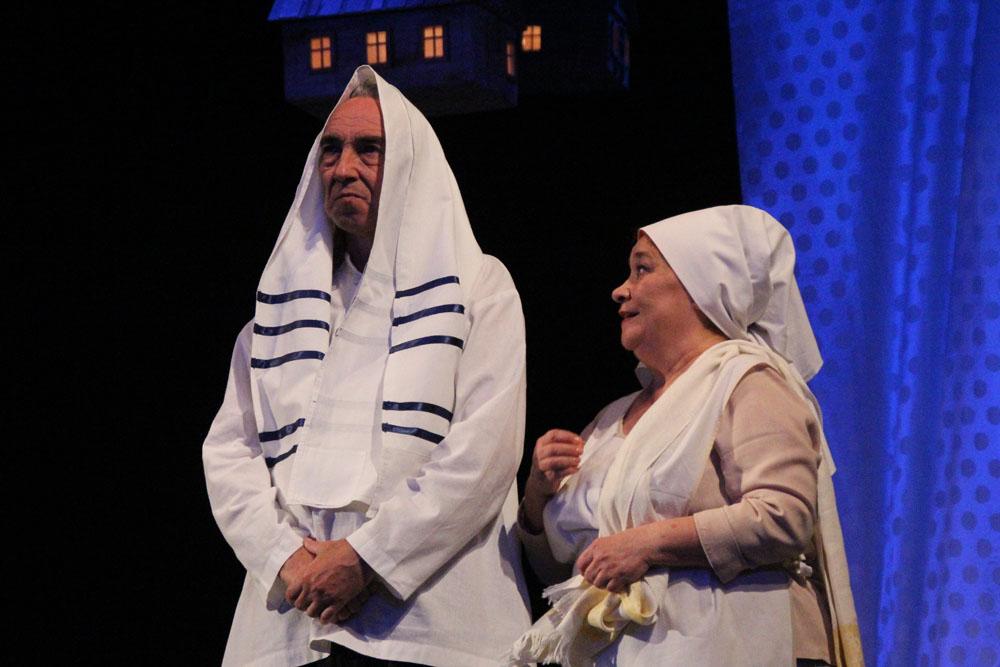 Гастроли астраханского драмтеатра: молиться и любить