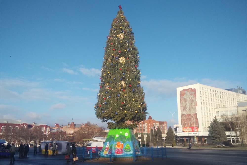 Елка на Театральной площади в Саратове