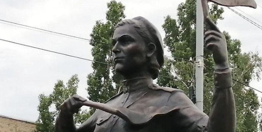 Памятник «Мадонна Победы» в Марксе