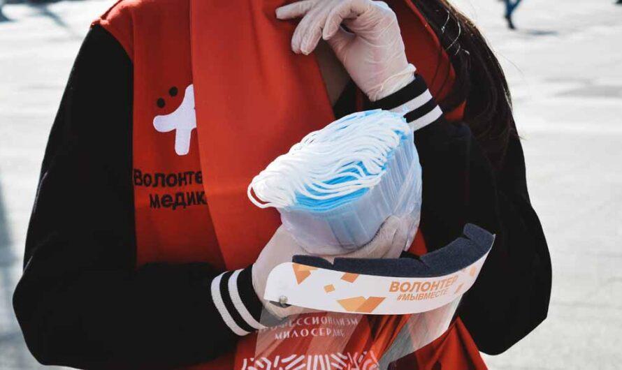 По поручению Валерия Радаева жителям региона раздают бесплатные маски