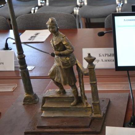 Определен победитель конкурса на лучший проект памятника военной медсестре
