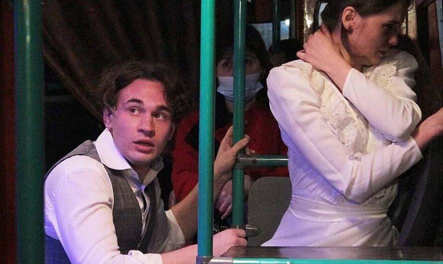 В Саратове появился первый в стране театральный троллейбус