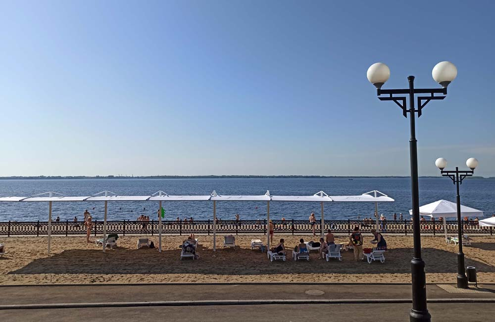 Пляж на набережной Саратова