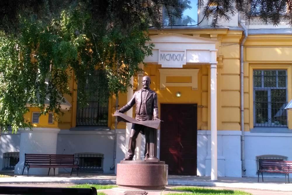 Памятник архитектору Мюфке в Саратове